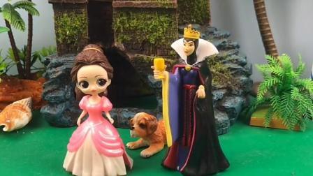 王后找不到白雪公主,贝尔说白雪出去玩了,王后不等贝尔说玩就走
