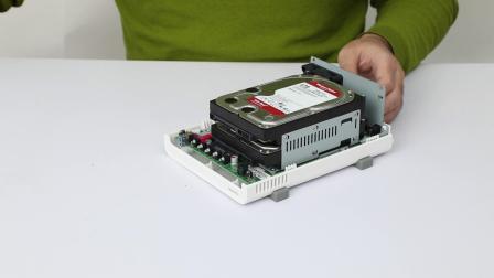 威联通上手教程:TS-212P3 开箱视频