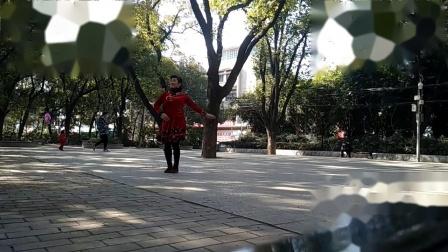 孝感晨练广场舞《父亲的草原母亲的河》正面.mp4