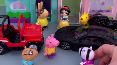 小猪佩奇放学,小伙伴让佩奇坐车,不料猪妈妈来接佩奇