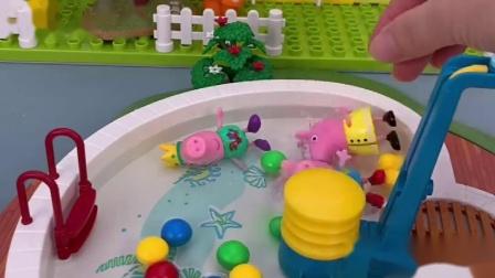 水已经准备好了,乔治佩奇准备洗澡了,可是怎么这么多人啊