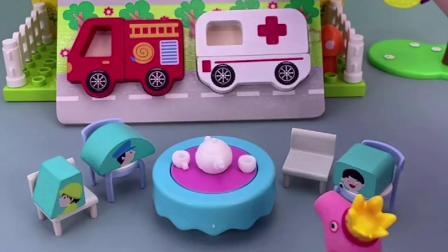 乔治来找工程车了,前面路有问题,需要车车的帮忙了