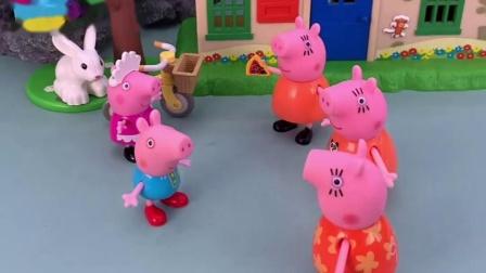 佩奇回来了,猪妈妈出来迎接,可是怎么又三个猪妈妈