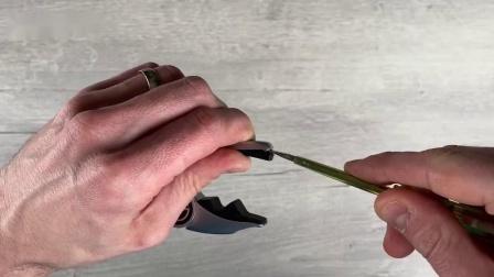 [官方教程]更换G7th Performance 3代变调夹的ART琴弦衬垫