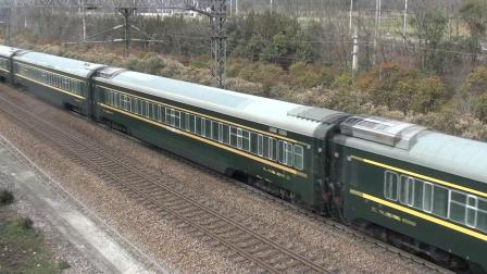 栖霞山天桥看车 Z215(兰州—上海)快速通过
