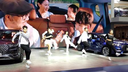 2020第18届广州车展现场歌舞表演10