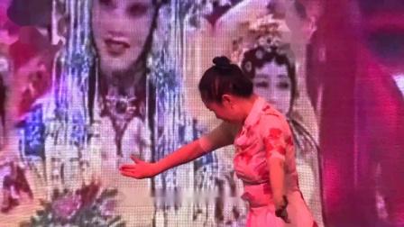 古典舞《梨花颂》表演者: 冯微