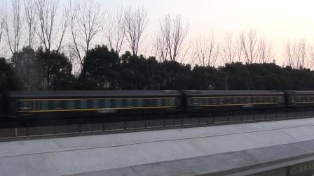 精彩视频 K1192(南宁—南京)通过四方新村 (白云山号冠名)