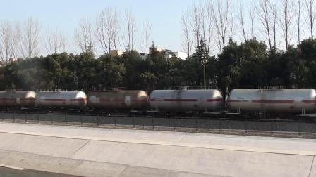 宁芜线看车 26117通过四方新村