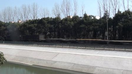 宁芜线看车 26124通过四方新村