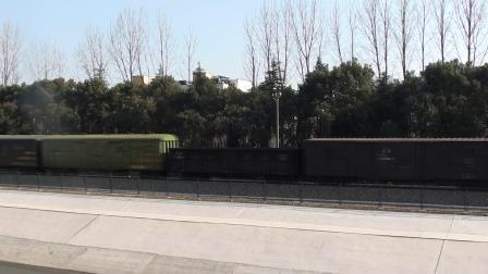 宁芜线看车 49557通过四方新村
