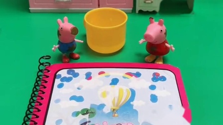 乔治不小心把佩奇的画册弄湿了,佩奇为什么还这么开心呢?