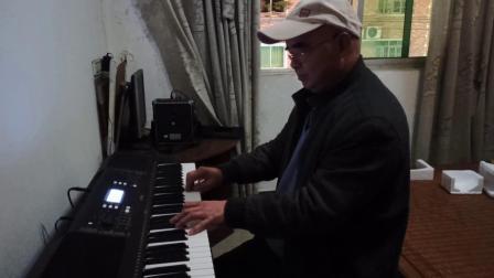 电子琴买回后大师兄张远到老包谷家看望师弟即兴随弹(我的剪辑视频_202102212009)
