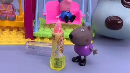 乔治给小朋友显摆零食,乔治再玩零食都被吃完了!