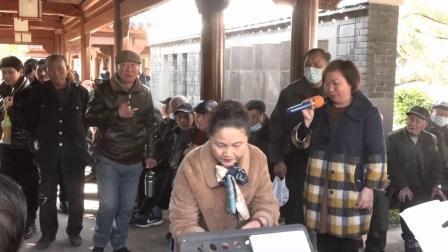 陈晓凤在宁波西塘公园演唱