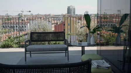 Flexform | 大都市酒店俯瞰米兰摩天大厦观景泳池