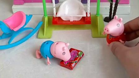 小猪乔治准备吃好吃的,还不想给姐姐分,想自己一个吃完