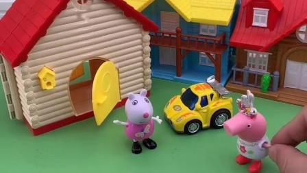 小猪佩奇过生日,猪妈妈送给佩奇王冠,佩奇找苏西和瑞贝卡炫耀