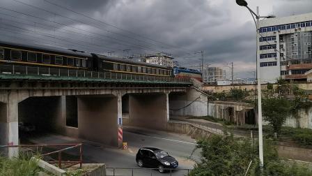 20200717 110442 阳安线客车K291次列车进汉中站交汇HXD2货列