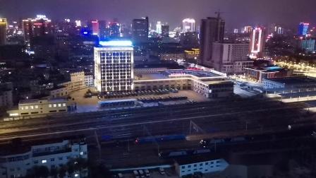 20200723 210654 阳安线HXD1道砟石专列通过汉中站