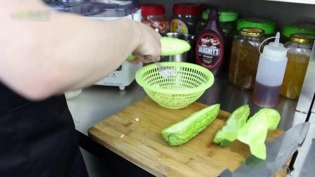 鲜榨苦瓜汁你爱喝吗?鲜榨果汁的制作配方教程
