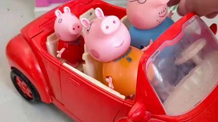 猪爸爸准备带家人去兜风,车到了半路,小猪佩奇才想起乔治没上车