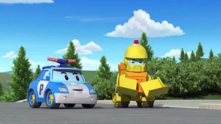 变形警车珀利:布鲁尼到幼儿园后,迫不及待和小朋友展示带的玩具