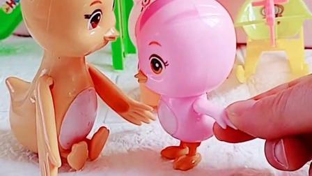 萌鸡小队找到自己的妈妈,小猪佩奇乔治也找到妈妈,一起回家吧