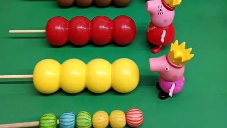 小猪佩奇一家吃糖葫芦,佩奇和爸爸妈妈的口味不同,乔治的吃完了