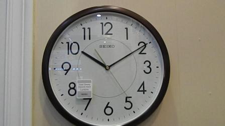 Seiko精工简约挂钟夜明挂表家用客厅挂钟