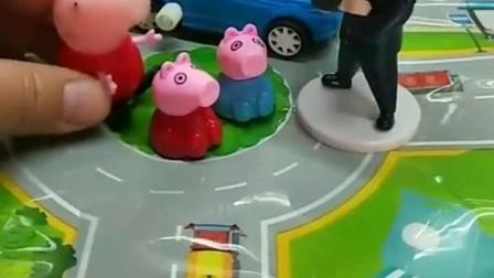 小猪佩奇想带弟弟妹妹去玩,他们找不到游乐场,让警察叔叔帮忙