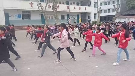 """""""油小""""学生演练洪门缠丝拳四段"""