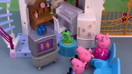 小猪佩奇一家看电视,猪爸爸猪妈妈去睡觉,乔治和猪妈妈睡