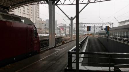 【火车视频】HXD2B货列下行通过南京站,Z366(南京—哈尔滨西)出站,K850(上海—保定)一旁吃瓜