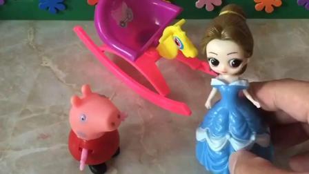 小猪佩奇的衣服脏了,贝儿想带佩奇去房间换衣服,佩奇不跟她去