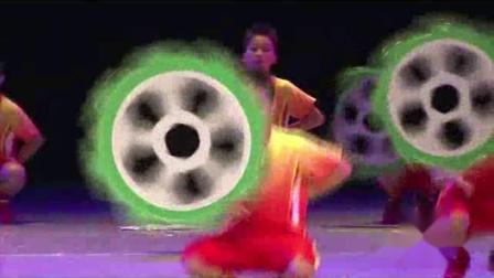 2021最新幼儿园六一舞蹈《亲亲足球》