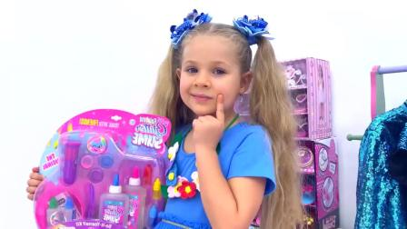 国外儿童时尚,小女孩跟哥哥一起玩化妆游戏,真有趣啊
