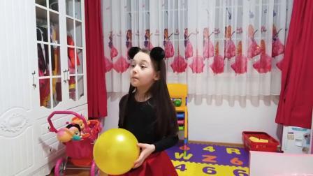 国外儿童时尚,小萝莉和外婆玩皮球,有趣极了
