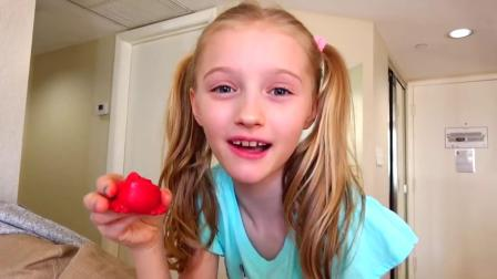 国外儿童时尚,小萝莉和妈妈的,巧克力玩具游戏!