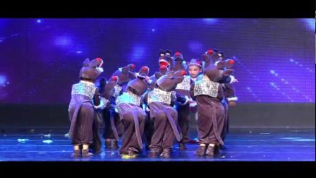 2021最新幼儿园六一舞蹈《新小红帽与大灰狼》