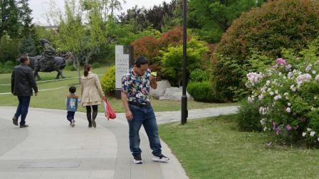 城阳国学公园,朱坤来个甜瓜吃吃