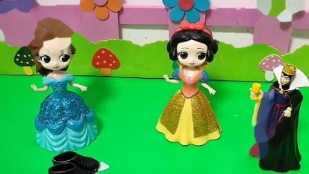 白雪贝儿都喜欢王子,王后决定要考验她们