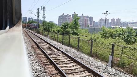 20200810 130845 阳安线客车8362次列车通过青龙观弯道接近汉中站,弯道有人!!!