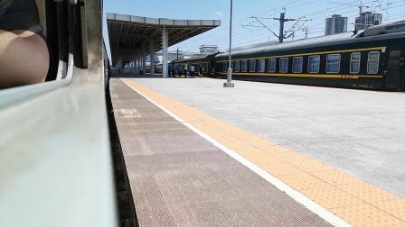 20200810 131122 阳安线客车8362次列车进汉中站