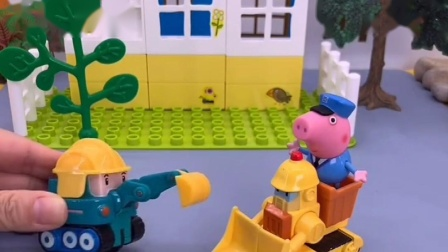 小挖机想要和爸爸一起工作,爸爸说挖掘机太小了,等长大在去