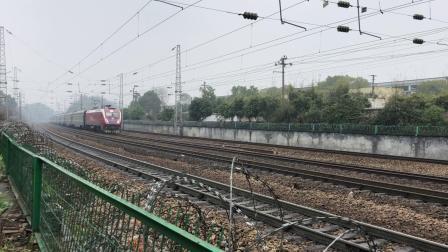 Z121次 HXD3D0298 通过京广线K1612KM株洲第三中学附近