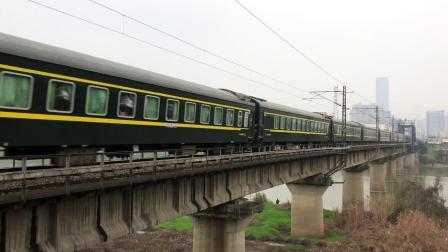 K502次 HXD3C0721 通过京广线K1562KM长沙浏阳河铁路大桥