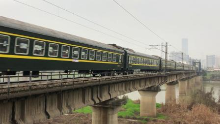 K1096次 HXD3C0239 通过京广线K1562KM长沙浏阳河铁路大桥
