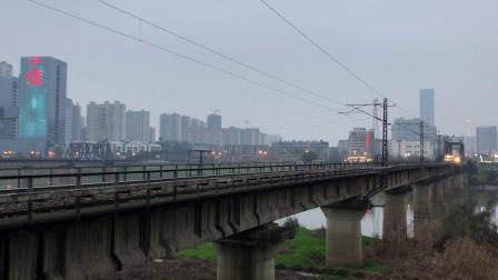 K1348次 HXD1D0428 通过京广线K1562KM长沙浏阳河铁路大桥