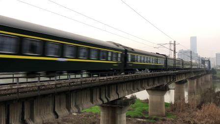 T146次 HXD3D0081 通过京广线K1562KM长沙浏阳河铁路大桥